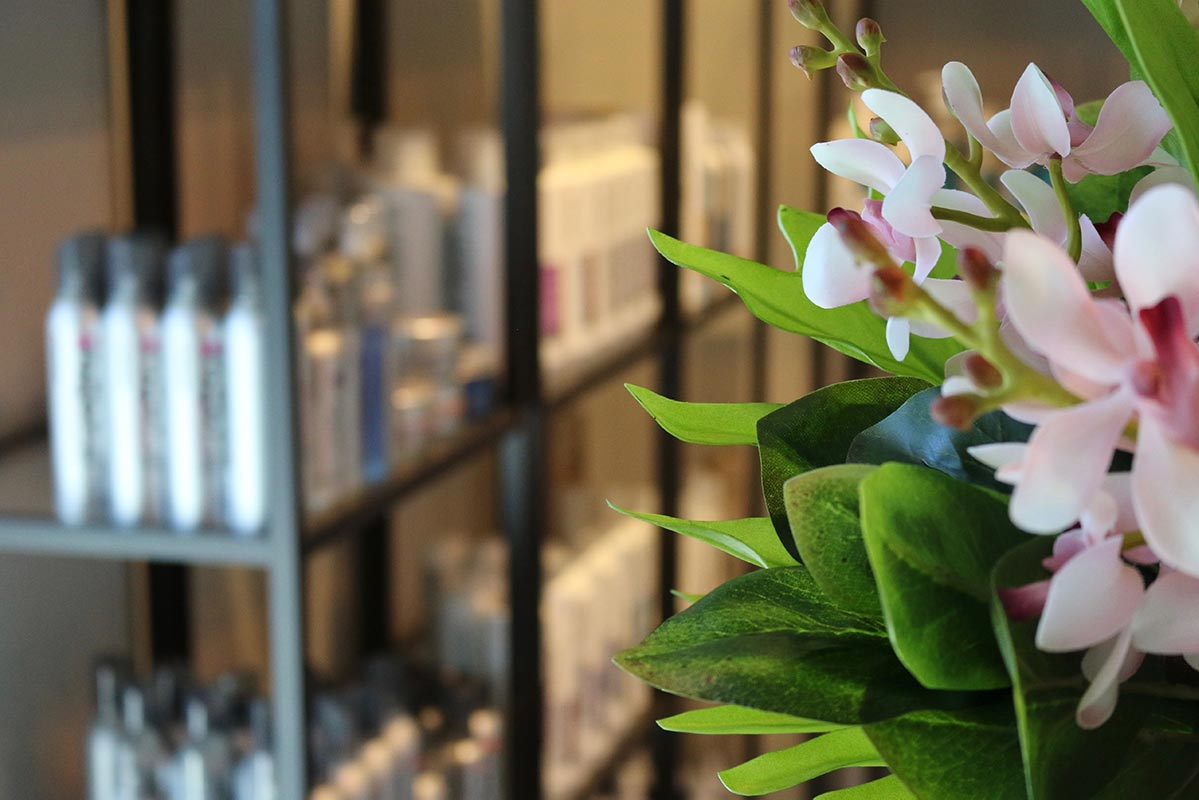 Flower decor at Design Ramon Hair Studio in Ahwatukee | 480 763 5588